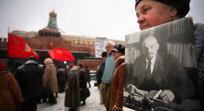 赤の広場のレーニン廟から改葬すべきか否かという問題がしばしば提起されるのも、そうした状況の反映だ=AFP/EastNews撮影
