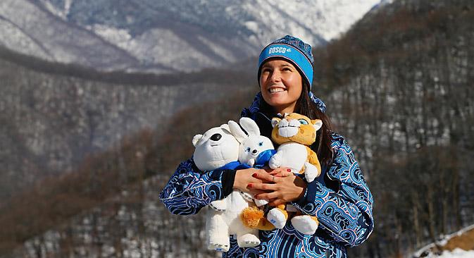 ソチ冬季五輪の三つのマスコット:ユキヒョウ、ホッキョクグマ、ノウサギ=Alamy/Legion Media撮影