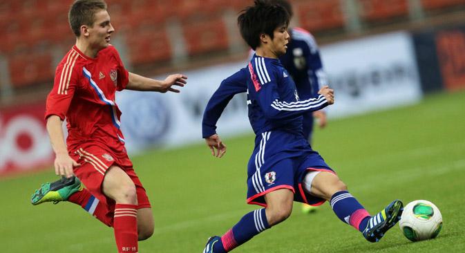 日曜日に行われた決勝で、日本はロシアを破り、前大会の覇者ロシアは準優勝に甘んじた=ロシア通信撮影