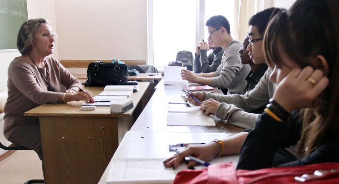 外国人学生のロシアへの留学は、ロシアの教育水準の高さを物語るもので、プログラムの狙いの一つとなっています=タス通信撮影
