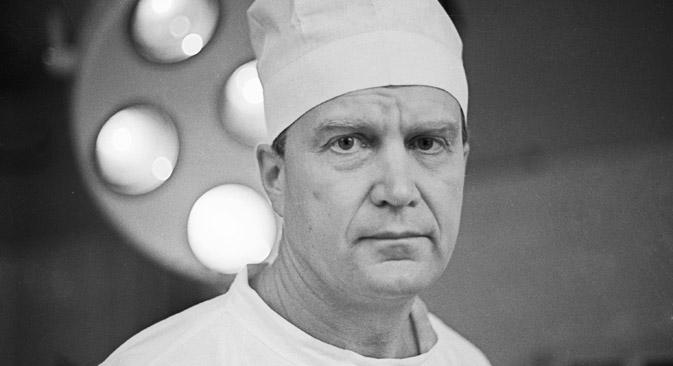 ヴィクトル・カルンベルズ外科医=ティホノフ/ロシア通信撮影