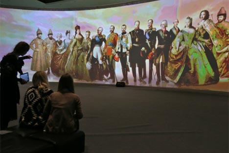展覧会「わが歴史:ロマノフ家」=セルゲイ・ククシン撮影/ロシースカヤ・ガゼタ紙