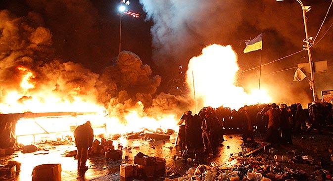 2月18日、反政権デモが行われているキエフ市の独立広場の近く=ロイター通信撮影