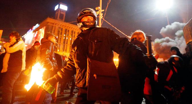 ウクライナの首都キエフで18日、反政府のデモ隊と治安部隊の衝突が再燃し、19日午前までに、死者の数は25人に達した=ロイター通信撮影