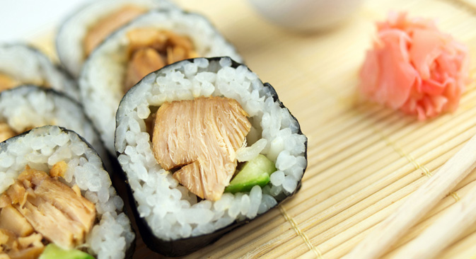 """中国産の食材もたくさんつかわれている。極めて簡略化された工程で生産されているしょう油や、着色料と香料がつかわれたピンク色のガリなどの""""模造品"""" だ。=Shutter Stock/Legion-Media撮影"""