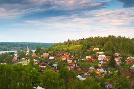 プリョスは教会9ヶ所、博物館7ヶ所、ギャラリー数ヶ所が集中する、黄金の環の中でもっとも小さい街の一つだ=写真提供:strana.ru