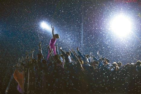 五輪開会式で「戦争と平和」のヒロイン、ナターシャ・ロストワ役を踊るボリショイバレエのプリマ、スベトラーナ・ザハロワ=Getty Images/Fotobank撮影
