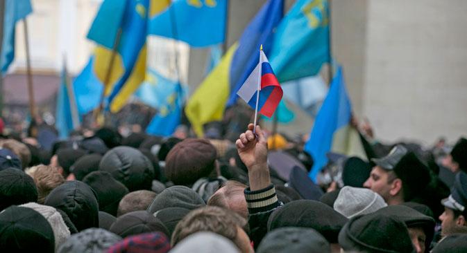 ウクライナのクリミア半島の分離独立問題にも、この二つの原則の矛盾、対立という側面があり、新たな危機を生んでいる=ロイター通信撮影