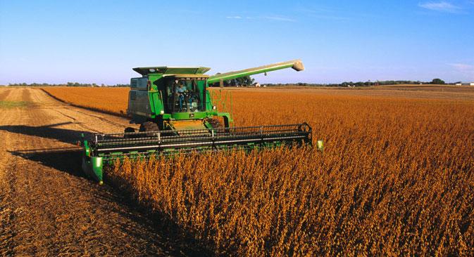 「生活の基礎の基礎は農業生産ですが、穀類の価格が高騰しているため、これが畜産にも影響を及ぼしています。中小企業だけでなく、大企業も、石油、ガス、石炭以外に、耕地、水、天然資源を獲得できる者に未来があることを認識しています。そしてそれがロシアにあるのです」とセルゲイ・エゴロフ首席代表が語る。=Alamy/Legion Media撮影