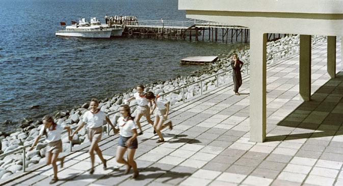 「アルテク」キャンプ、1963年=ペトルショフ撮影/ロシア通信