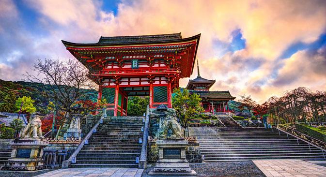 太平洋戦争で京都が攻撃されなかったのは、エリセーエフ自らがマッカーサーに対し、空襲の目標から外すように要請したためとの説がある。=Shutterstock撮影