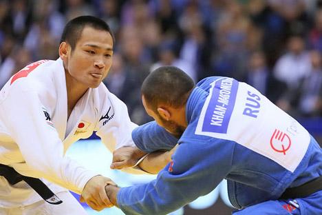 In den Team-Wettkämpfen der Männer standen sich im Finale die Nationalmannschaften Japans und Russlands gegenüber. Foto: Tatjana Andreewa / Rossijskaja Gazeta