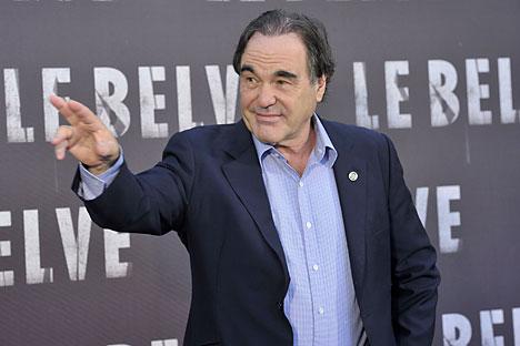 オリバー・ストーン監督は政治をテーマとした辛辣な映画を撮影することで有名。これまでに、リチャード・ニクソン元大統領、ジョン・F・ケネディ元大統領、ジョージ・ブッシュ元大統領などの映画を制作している。=Rex Features/Fotodom撮影