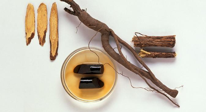 甘草は古くから漢方薬などに使われてきたマメ科の多年草で、主に中国の新疆ウイグル自治区から中央アジア、ロシア南部にかけて自生している。=GettyImages/Fotobank撮影