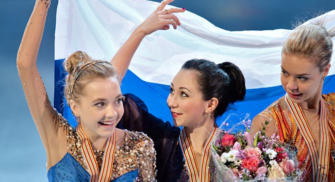 エレーナ・ラジオノワ(左側)、エリザヴェータ・トゥクタムィシェワ(中央)、アンナ・ポゴリラヤ(右側)=ウラジーミル・ペスニャ撮影/ロシア通信