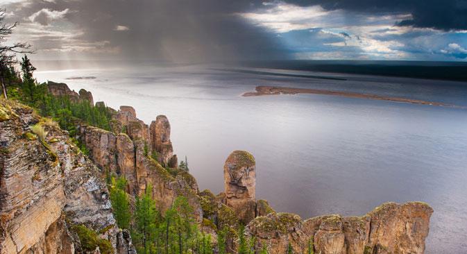 レナ川の柱群、アントン・アガルコフ撮影