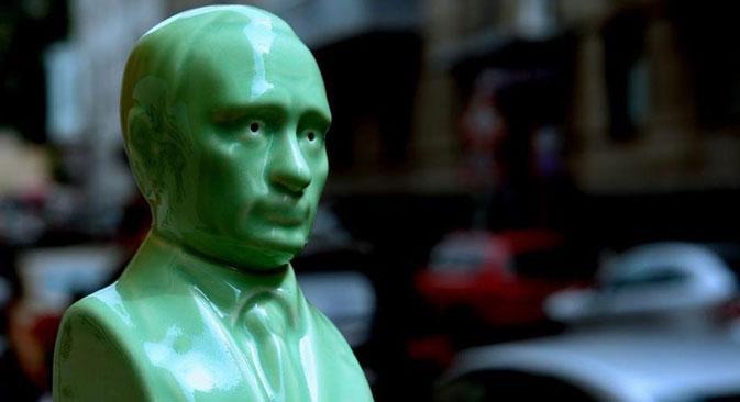 プーチン大統領をモチーフにした塩・コショウ入れ=Press Photo