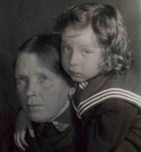 1940年、ソスニン氏とおばあさん