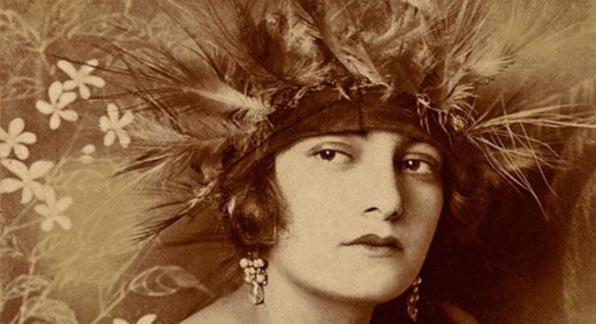 1910代、帽子を被った女性