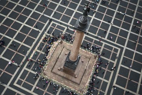 サンクトペテルブルクの宮殿広場(11月4日)=