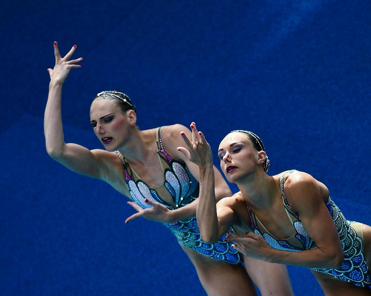 ロシアは五輪のシンクロナイズドスイミングで5大会連続で金メダルを獲得している。/ スヴェトラーナ・ロマーシナ(左)とナターリア・イシチェンコ(右)、リオ五輪の出場