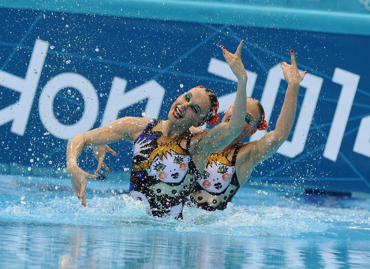 ふたりがデュエットを組んだのは2009年のこと。以来ふたりは信じられないほど多数の大会を制し、2012年にはロンドン五輪のデュエット競技で金を獲得した。2008年の北京五輪ではグループ競技で金メダルを取るにとどまった。/ ロンドン五輪の出場