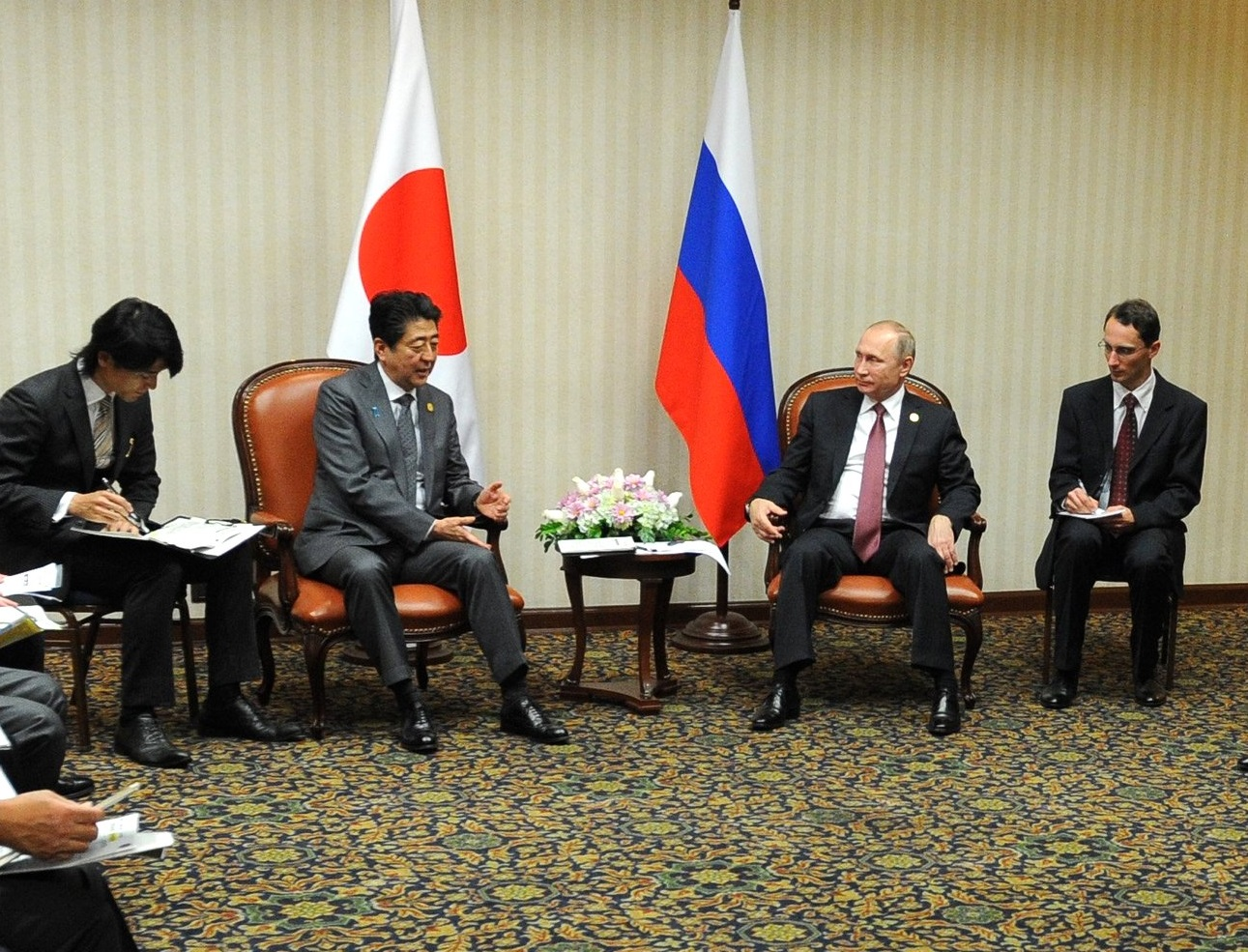 プーチン大統領と安倍首相が会談、アジア太平洋経済協力会議(APEC)ペルーサミット、11月20日=