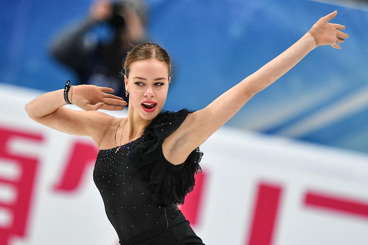 2016年世界選手権銅メダリストのポゴリラヤは、ラジオノワをはるかに追い越した。第3戦ロシア大会では総合215.1点で、20ポイント差をつけた。第6戦日本大会では、総合210.8点を獲得した。\ ロシア大会でポゴリラヤが演技