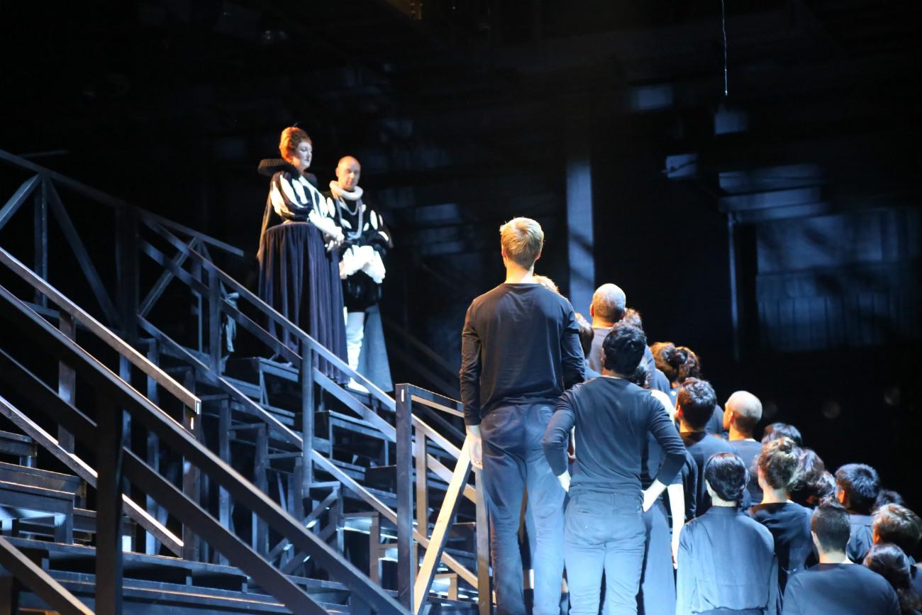 芝居の舞台=ナタリア・ススリナ撮影