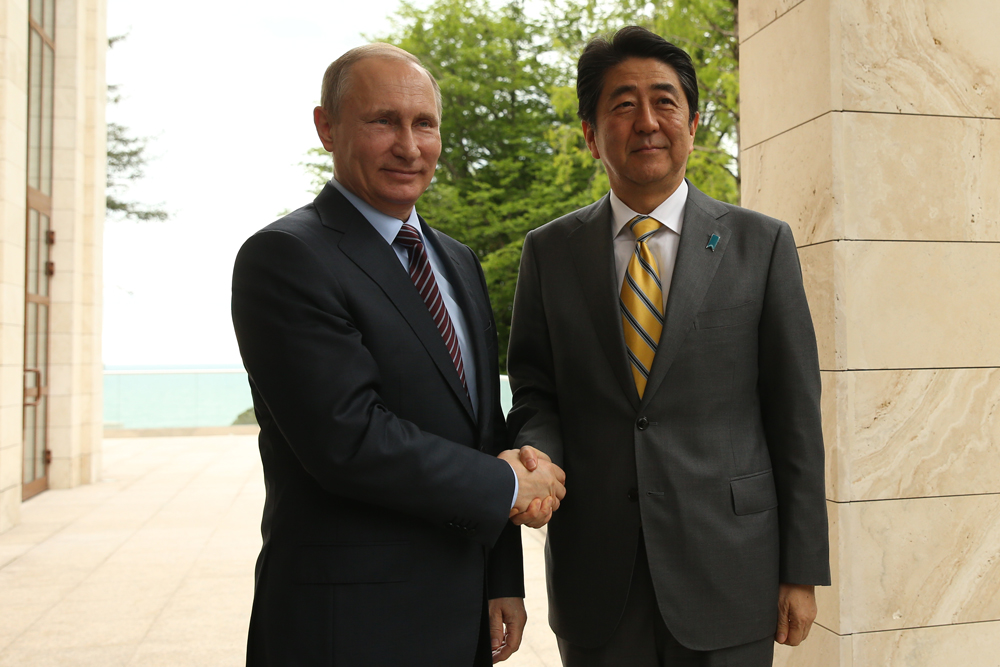 Russian President Vladimir Putin and Japanese Prime Minister Shinzo Abe, Sochi,  May 6, 2016.