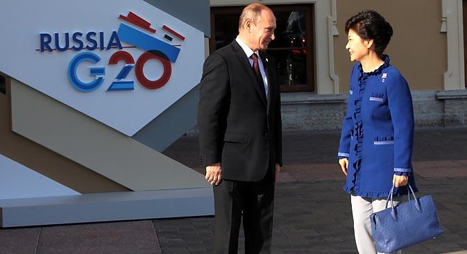 G20 개막식장에서 박근혜 대통령을 맞이한 푸틴 대통령. (사진제공=콘스탄틴 자브라진/로시스카야 가제타)