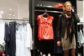 '원피스, 그리고 구멍난 스타킹 재활용'... 러시아 여자들의 멋내기 비법