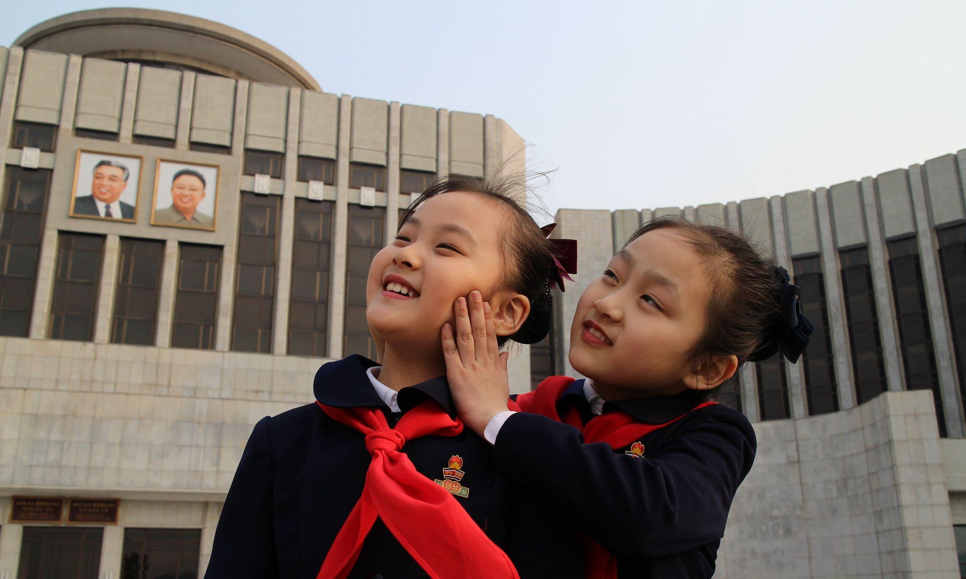 Enquanto filmava Zinmi, de 8 anos, Vitáli Mânski, que havia concordado trabalhar em conjunto com diretores norte-coreanos, deixava a câmera ligada em segredo enquanto as cenas eram preparadas para parecerem reais.