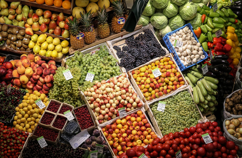 """Проджба на овошје и зеленчук на пазарот на органско производство """"Екобазар-Митишчи""""."""