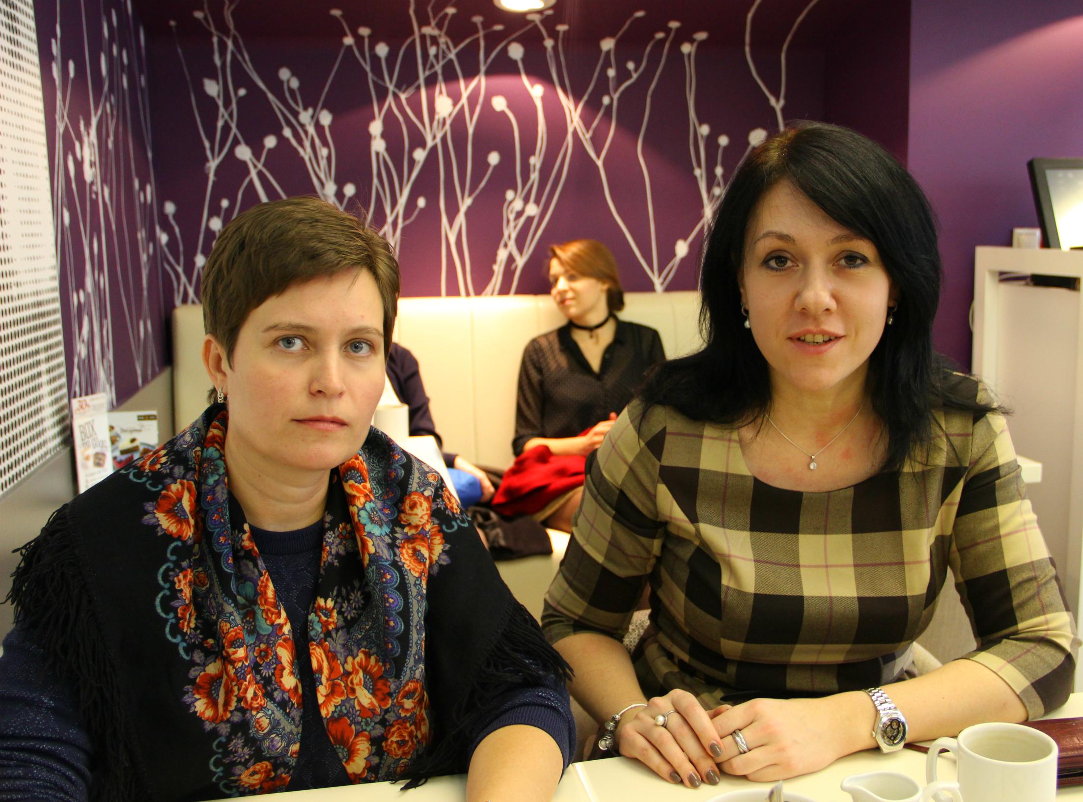 마리야 솔다토바와 예카테리나 포홀코바 교수.