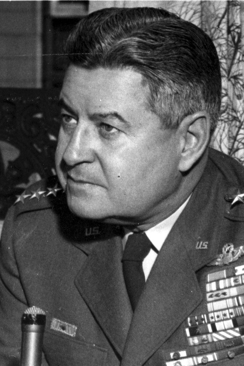 Кърти Емерсън Лемей по време на Студената война като шеф на Стратегическото въздушно командване на въздушните сили на САЩ. Снимка: Обществено достъпни снимки