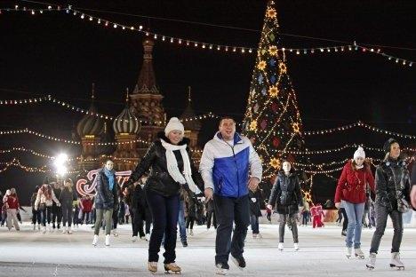 Во Москва можете да се лизгата веднаш под ѕидините на Кремљ. Извор: АР.