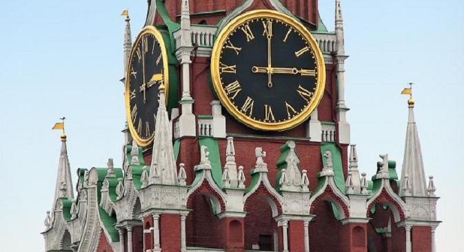 Според традицијата, часовникот на московскиот Кремљ го најавува крајот на старата и доаѓањето на Новата година. Извор: Росијскаја газета.