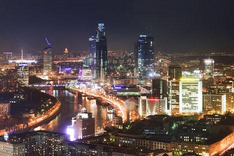 """Деловниот центар """"Москва Сити"""" денеска е симбол за една нова Русија - економски моќна Русија со која треба да соработуваме. Фото: 28-300.ru"""