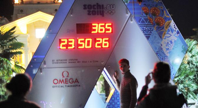 Часовникот го одбројува времето до стартот на 22 зимски Олимписки игри во Сочи. Извор: РИА Новости.