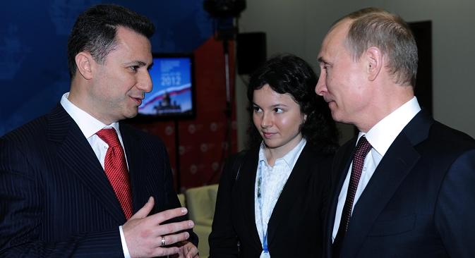 Рускиот претседател Владимир Путин и македонскиот премиер Никола Груески се сретнаа во Санкт Петербург на 21 јуни 2012 година. Извор: МИА.