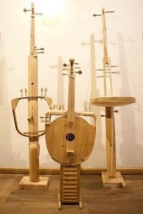 "Изложбата ""Седум столови"" во Архангелск. Фото: Артјом Келарев/Росијскаја газета."