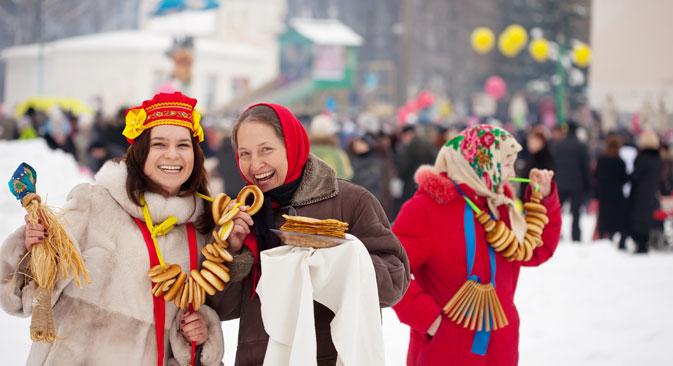 """""""Што е животот без масленица"""": Во текот на многу векови масленицата го зачувала својот карактер на сенародна веселба и оваа традиција продолжува и во современа Русија. Извор: Lori / Legion Media."""