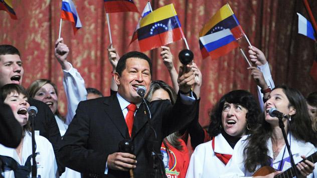 Во една пригода Чавез го нарече претседателот на САД кловн, а неговиот претходник Буш ѓавол. Извор ИТАР-ТАСС.