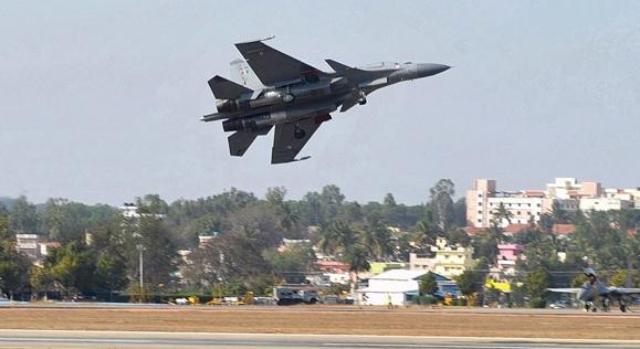 """Су-30МКИ на саемот за одбрана """"Аеро Индија 2013"""". Извор: AFP / East News."""