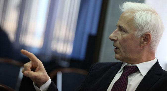 """Николај Власов: """"Американците не попуштаат, а притоа продолжуваат да извезуваат производи без рактопамин во Европската Унија. Од нив очекуваме исти такви производи да извезуваат и во Русија."""" Извор: Сергеј Михеев/Росијскаја газета."""