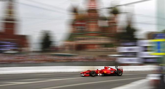 """Претходно градската управа неколкупати соопштуваше за своите планови за изградба на патека за """"Формула 1"""". Moscow City Racing 2012. Извор: AP."""