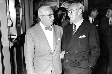 Луис Б. Маер и Николас Шенк на аеродромот Ла Гардија. Шенк се наоѓа на аеродромот за да се збогува со Маер кој заминува во Холивуд. Извор: Getty Images/Fotobank