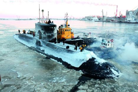Средствата за разбивање мраз што денес ги поседуваат подморниците не овозможува тие да изнурнат брзо и без оштетување на трупот. Фотографија: Александар Емељаненков.