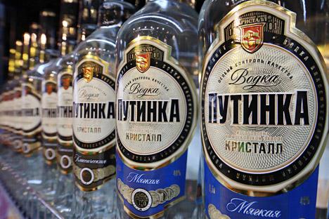 Се смета дека големиот руски научник Дмитриј Менделеев го пронашол идеалниот сооднос на водата и алкохолот од 40%. Извор: РИА Новости